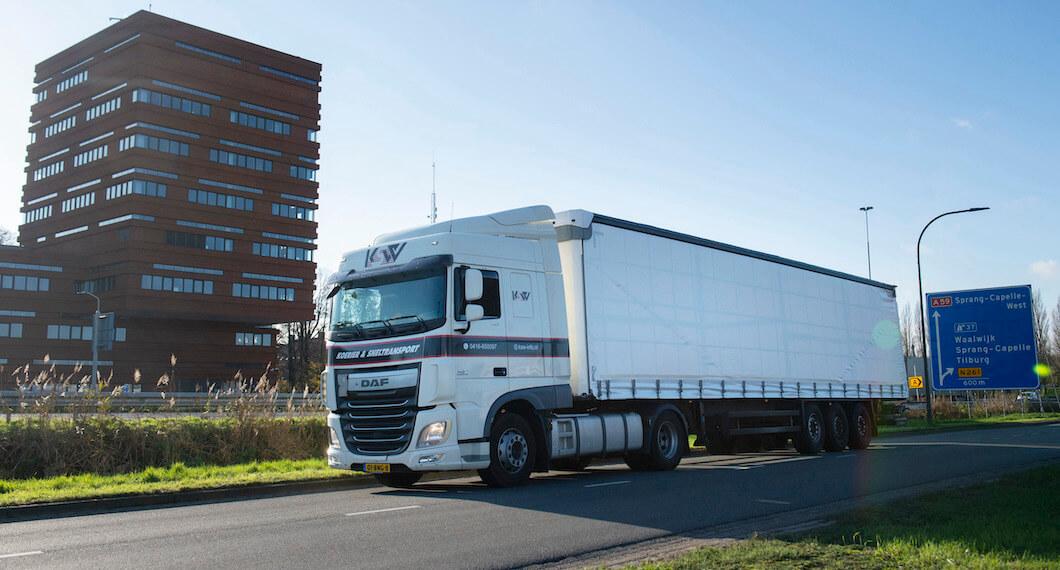 Vrachtwagen van Koerier & Sneltransport Waalwijk
